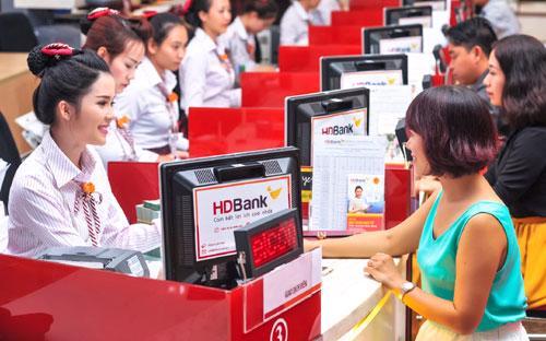 HDBank dự kiến sẽ vượt xa kế hoạch năm 2017 với lợi nhuận trước thuế hợp nhất khoảng 2.400 tỷ đồng.