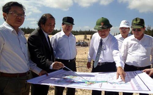 Lãnh đạo Bộ Công Thương, tỉnh Bình Định trong một lần thị sát địa điểm xây dự án lọc hóa dầu Nhơn Hội.<br>