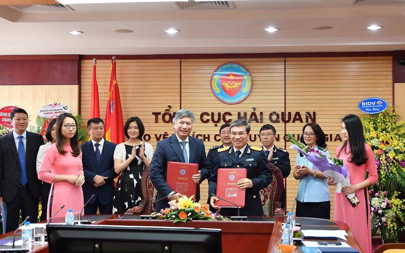 Lễ ký phối hợp triển khai dịch vụ nộp thuế hải quan điện tử giữa Vietcombank với Tổng cục Hải Quan.
