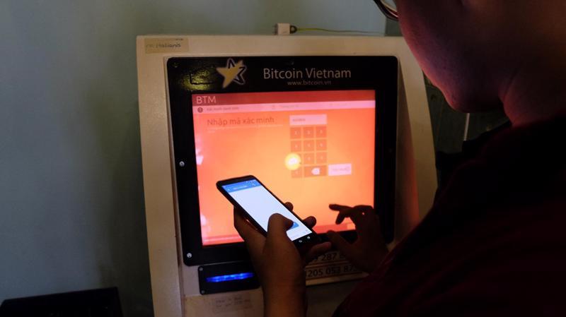 Một máy giao dịch Bitcoin đặt tại Tp.HCM, được gọi là BTM để phân biệt với máy ATM - nguồn ảnh: Zing.vn.