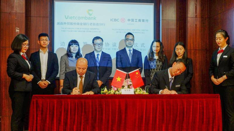 Lễ ký thỏa thuận hợp tác giữa Vietcombank Lào Cai và ICBC Hồng Hà.