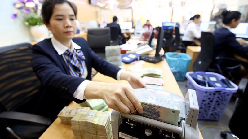 Trước Tết, một lượng lớn tiền đồng được đưa ra để mua vào ngoại tệ - Ảnh: Quang Phúc.