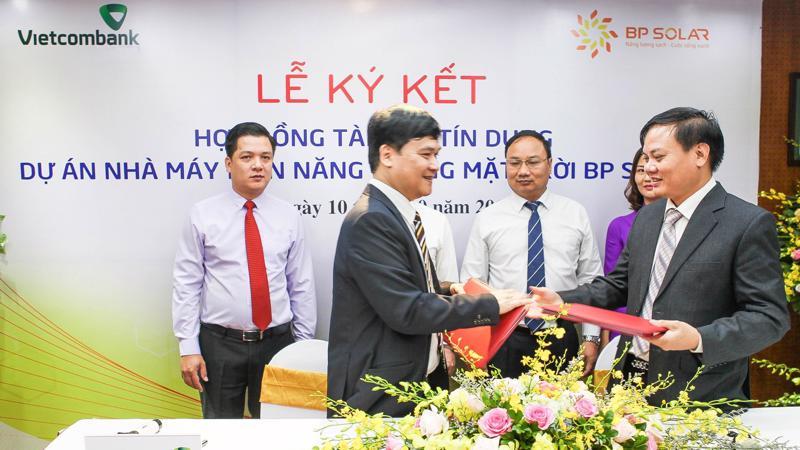 Lễ ký hợp đồng giữa Vietcombank với BP Solar.