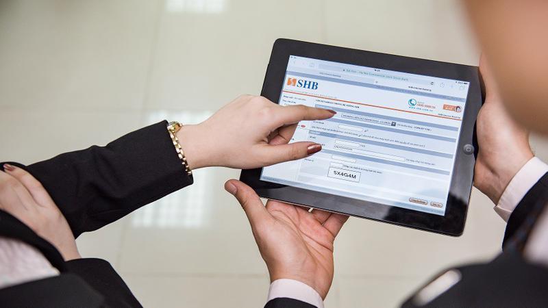 Tại SHB, 100 khách hàng đầu tiên thực hiện giao dịch chuyển khoản mỗi tháng sẽ được hoàn tiền 100.000 đồng vào tài khoản.