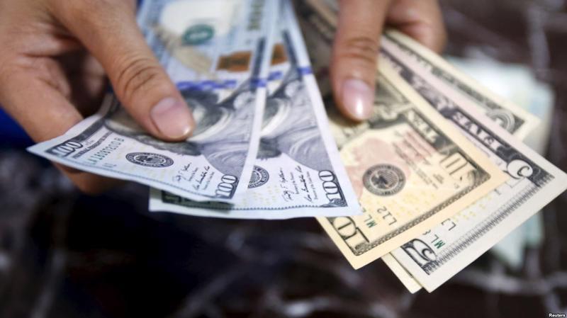 Với vụ việc tịch thu 100 USD và xử phạt 90 triệu đồng mới đây tại Cần Thơ, thông tin báo chí cho biết có ý kiến nêu sẽ đề nghị miễn phạt và trả lại 100 USD cho người dân vi phạm, với lý do hoàn cảnh cá nhân.