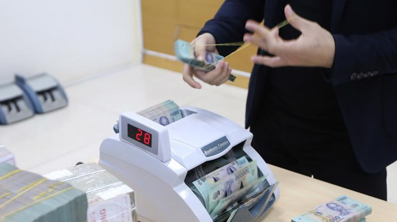 Trong ngày 12/11, Ngân hàng Nhà nước bơm ròng 4.000 tỷ đồng ra thị trường, đưa khối lượng lưu hành trên kênh cầm cố tăng lên mức 56.658 tỷ đồng - Ảnh: Quang Phúc.