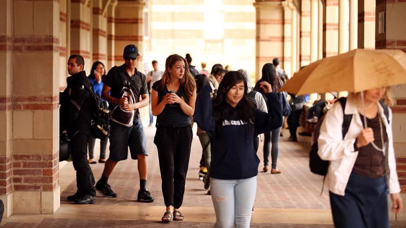 Sinh viên Đại học California, cơ sở Los Angeles - Ảnh: Getty/CNBC.