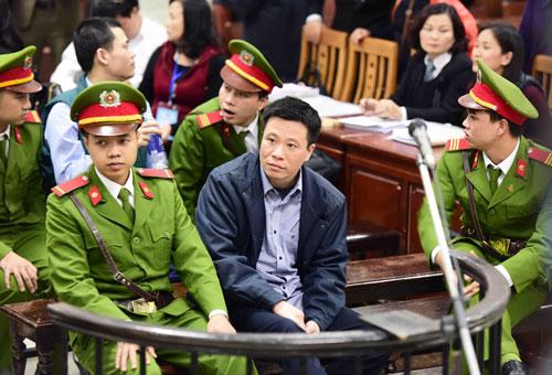 Bị cáo Hà Văn Thắm, nguyên Chủ tịch Ocean Bank, tại phiên tòa - Ảnh: TTXVN.