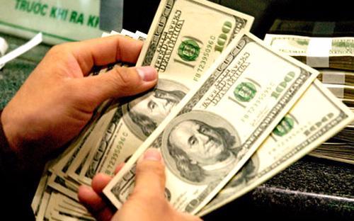 Vài ngày gần đây, tỷ giá có xu hướng tăng, đặc biệt là tỷ giá trên thị  trường tự do. Tỷ giá niêm yết tại các ngân hàng thương mại cũng được yết  ở mức cao.