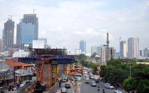 """Về phương diện cán cân thương mại, HSBC nhận định """"một điều hiếm gặp""""  đã xảy ra: trong 11 tháng qua, Việt Nam thặng dư thương mại 14 triệu  USD."""