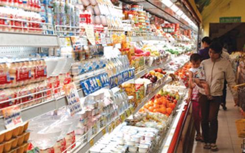 Diện tích trưng bày tại các siêu thị có hạn nên sản phẩm của nhà cung  cấp thường phải nhường chỗ cho nhãn hàng riêng của siêu thị.