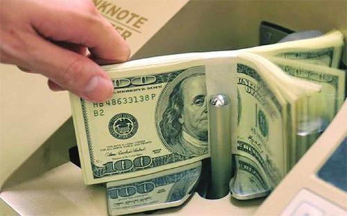 Lần đầu tiên kể từ quyết định điều chỉnh kép ngày 19/8/2015, giá USD mới rơi  xuống dưới mốc định hướng bán ra của Sở Giao dịch Ngân hàng Nhà nước  (22.475 VND) một cách dứt khoát như vậy.