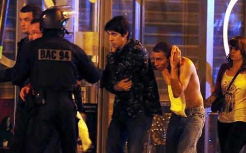Ngay sau các vụ tấn công, Tổng thống Pháp đã tuyên bố tình trạng giới nghiêm toàn quốc và đóng cửa biên giới - Ảnh: Reuters.