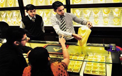 Ấn Độ hiện là nước tiêu thụ vàng lớn nhất thế giới, với mức nhập khẩu chiếm khoảng 1/4 nhu cầu vàng toàn cầu.