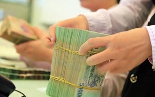 Chủ nhiệm Ủy ban Tài chính - Ngân sách Phùng Quốc Hiển lo ngại khi dòng tiền vào nền kinh tế đang mất cân đối, hấp thụ vốn rất  kém, trong khi các doanh nghiệp hoạt động dựa vào vốn ngân hàng là chủ  yếu.