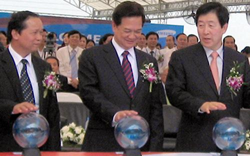 Thủ tướng Nguyễn Tấn Dũng tại lễ khánh thành nhà máy của Samsung tại khu công nghiệp Yên Phong 1, Bắc Ninh.<br>