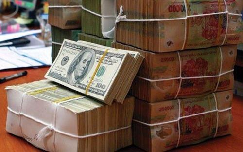 Doanh nghiệp phải được tổ chức tín dụng được phép ủy quyền làm đại lý đổi ngoại tệ.