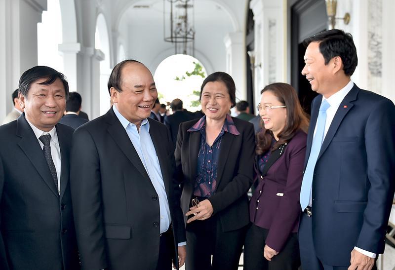 Trong chuyến công tác tại Quảng Ninh, Thủ tướng đã đến thị sát một số dự án tại Vân Đồn như cảng hàng không Quảng Ninh, tổng vốn đầu tư 7.400 tỷ đồng; khu phức hợp nghỉ dưỡng giải trí cao cấp Vân Đồn, tổng vốn đầu tư 4.957 tỷ đồng.