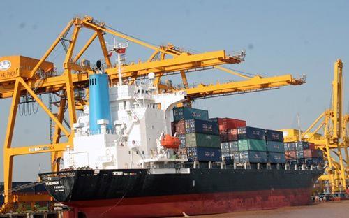 Việt Nam xuất siêu 780 triệu USD vào năm 2012 trong khi năm 2011 nhập siêu 9,84 tỷ USD.
