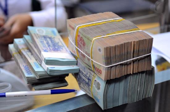 Một tính toán tương đối cho thấy tổng dư nợ tín dụng đến cuối tháng 7/2012 là khoảng 2,9 triệu tỷ đồng (bao gồm cả vốn đầu tư vào trái phiếu doanh nghiệp, cho vay ủy thác ngoại bảng); còn tổng nguồn vốn huy động cùng thời điểm ở khoảng 3,2 triệu tỷ đồng.