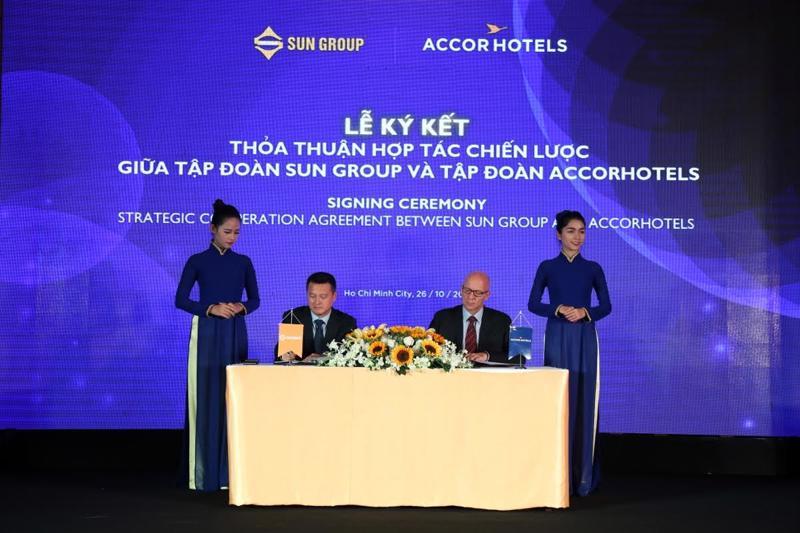 Thỏa thuận này mở ra một thời kỳ hợp tác mới giữa Sun Group - thương hiệu hàng đầu Việt Nam trong lĩnh vực du lịch giải trí và nghỉ dưỡng, với Accor Hotels - thương hiệu quản lý khách sạn hàng đầu thế giới. <br>