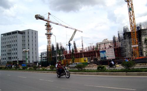 Báo cáo của Dragon Capital nhấn mạnh sự khởi sắc của những lĩnh vực có liên quan tới bất động sản như sắt thép và xi măng.