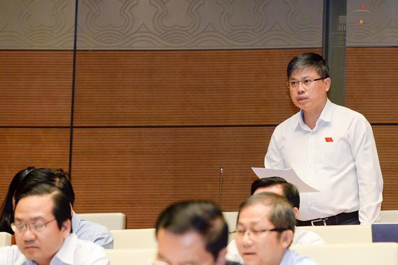 Đại biểu Nguyễn Sỹ Cương chất vấn các thành viên Chính phủ.<br>