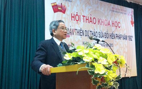 """GS. Nguyễn Minh Thuyết phát biểu tại hội thảo góp ý hoàn thiện dự thảo Hiến pháp sửa đổi năm 1992.<br><strong><span style=""""font-weight: bold;""""></span></strong>"""