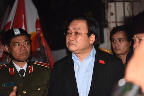 Bí thư Thành uỷ Hà Nội Hoàng Trung Hải tại hiện trường vụ cháy, chiều 1/11 - Ảnh: VnExpress.<br>