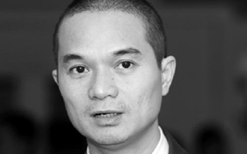 Ông Hương sinh năm 1971, có học vị thạc sĩ kinh tế, Đại học Kinh tế  Tp.HCM. Ông công tác tại Eximbank từ năm 1993 tại phòng tín dụng cho đến  đầu năm 2005.