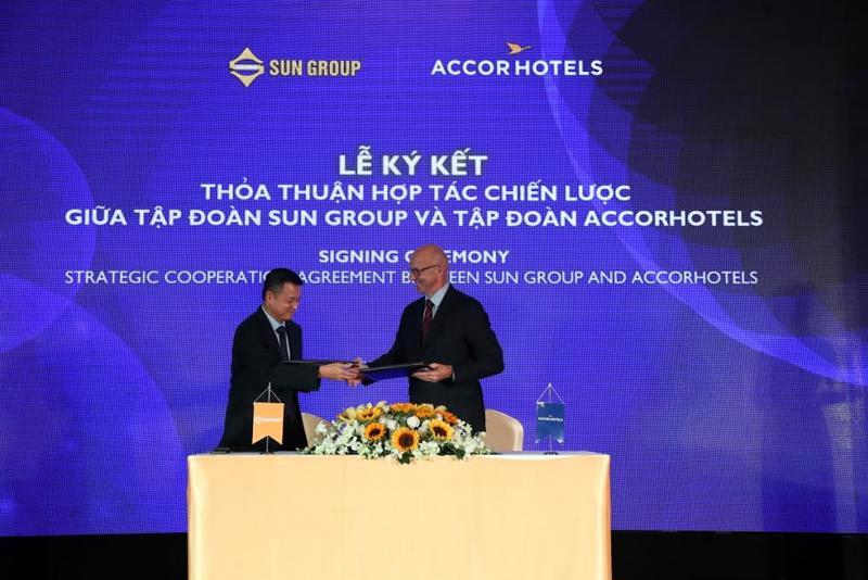 Hôm 26/10 mới đây, tập đoàn Sun Group - thương hiệu hàng đầu Việt Nam trong lĩnh vực du lịch, nghỉ dưỡng và giải trí - đã ký kết thỏa thuận hợp tác chiến lược cùng Accor Hotels - tập đoàn quản lý khách sạn hàng đầu thế giới. <br>