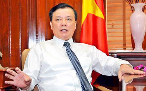 Bộ trưởng Đinh Tiến Dũng được bổ nhiệm vào tháng 5/2013, giữa thời điểm  những chỉ số kinh tế vĩ mô được công bố đã khẳng định rằng Việt Nam sẽ  có một năm khó khăn về kinh tế.