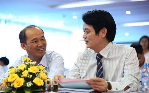Ông Dương Công Minh (trái) và ông Nguyễn Đức Hưởng (phải), hai lãnh đạo cao cấp đã chèo lái LienVietPostBank từ những ngày đầu thành lập đến nay.<br>