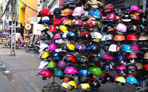 Theo Bộ Tư pháp, người dân rất khó để phát hiện, phân biệt, thậm chí cũng rất khó đối với cả lực lượng cảnh sát giao thông đối với mũ bảo hiểm giả.<br>