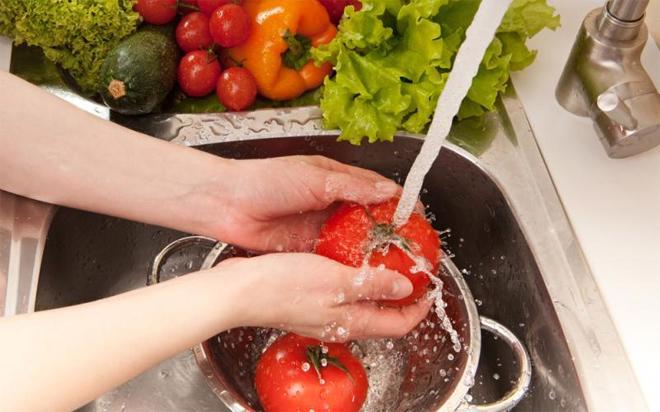 Hệ thống quy phạm pháp luật về an toàn thực phẩm hiện chồng chéo mâu thuẫn và không hiệu quả.<br>