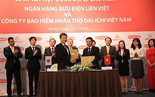 Lễ ký hợp đồng hợp tác giữa LienVietPostBank và Dai-ichi Việt Nam - Ảnh: Quang Thái.<br>