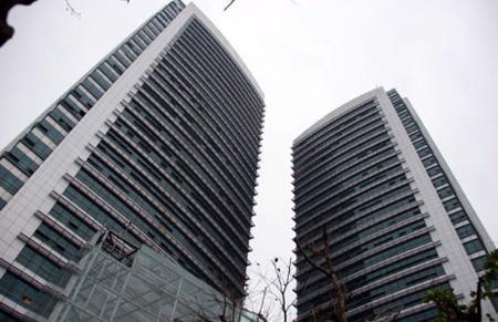 Tòa tháp đôi của EVN tại Hà Nội. Năm nay EVN lãi khoảng 120 tỷ đồng, sau khi trừ các khoản trích bù lỗ.