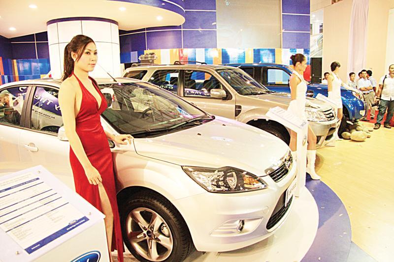 Với việc hai lọai thuế giảm cùng lúc, có đại biểu Quốc lo lắng nếu không cẩn thận thì xe nhập khẩu sẽ được hưởng lợi kép, sẽ ngay lập tức ồ ạt nhập khẩu vào Việt Nam - Ảnh: DNSG.