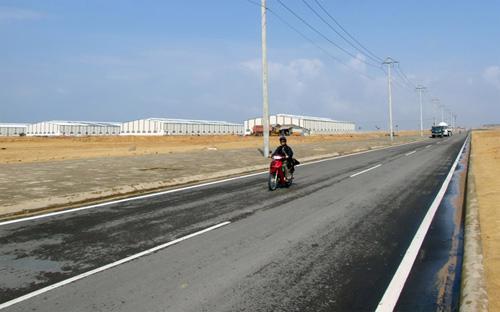 Khu kinh tế Nhơn Hội, tỉnh Bình Định, nơi dự kiến đặt nhà máy lọc hóa dầu trị giá 27 tỉ USD - Ảnh: Tuổi Trẻ.<br>
