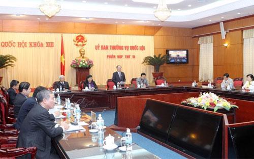Chủ tịch Nguyễn Sinh Hùng lưu ý phải rà soát lại toàn bộ để đảm bảo  quyền tự do cư trú của công dân và sau khi thông qua Hiến pháp không  phải làm lại.