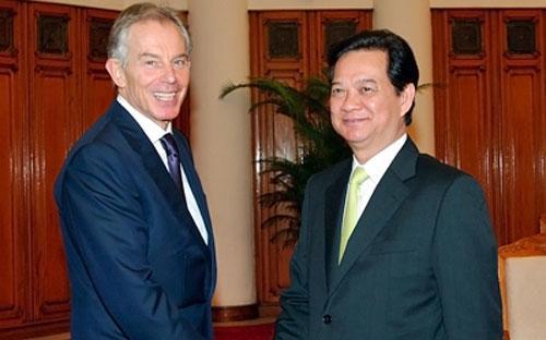 Thủ tướng Nguyễn Tấn Dũng (phải) tiếp nguyên Thủ tướng Anh Tony Blair ngày 18/3 - Ảnh: VGP.<br>