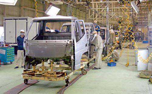 Để tháo gỡ khó khăn trong sản xuất kinh doanh, VEAM xin Chính phủ cho  gia hạn nộp các loại thuế nhập khẩu linh kiện, vật tư ôtô phục vụ sản  xuất, lắp ráp kể từ ngày 1/7/2013 đến ngày 31/12/2013 với tổng giá trị  180 tỷ đồng.