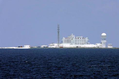 Toàn cảnh công trình trên bãi đá Huy Gơ (quần đảo Trường Sa) mà Trung Quốc xây dựng trái phép - Ảnh: Thanh Niên.<br>