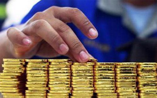 Trong vòng hơn 4 tháng qua, Ngân hàng Nhà nước đã tổ chức 48 phiên đấu  thầu bán vàng miếng với tổng khối lượng trúng thầu là 1.297.400 lượng,  tương đương 49,9 tấn vàng, trên tổng số 1.400.000 lượng chào thầu, tương  đương hơn 53,8 tấn vàng.
