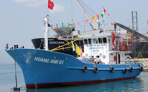 Thay vì được tự ý thiết kế, đặt hàng tàu vỏ thép, hàng trăm ngư dân đã  phải mua tàu của các đơn vị thiết kế sẵn, không thể sử dụng được cho  hoạt động đánh bắt xa bờ của mình.<br>