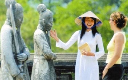Năm 2015, Việt Nam đón 7-7,5 triệu lượt khách du lịch quốc tế và  36-37 triệu lượt khách du lịch nội địa; tổng thu từ khách du lịch đạt  10-11 tỷ USD, đóng góp 5,5-6% vào GDP cả nước - Ảnh: Cinet.