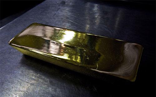 Theo giới phân tích, vàng giảm giá mạnh chiều nay là do thị trường châu  Âu có những phản ứng tiếp theo sau khi FED cắt giảm gói QE3 10 tỷ USD  mỗi tháng còn 75 tỷ USD/tháng vào đêm qua.