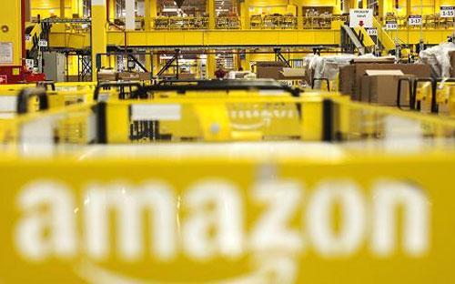 Amazon cho biết hiện có hơn 50 nhà kho và 20 trung tâm phân loại, đóng gói hàng tại Mỹ - Ảnh: Bloomberg/Getty.