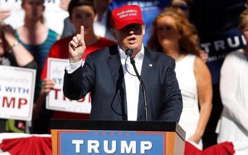 Ứng cử viên tổng thống Mỹ Donald Trump vận động tranh cử ở Lyden, Washington này 7/5 - Ảnh: Reuters.<br>