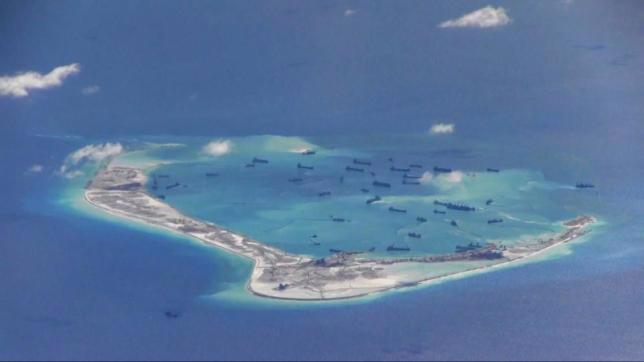 Hình ảnh cho thấy hoạt động bồi lấp, xây dựng trái phép của Trung Quốc ở bãi Vành Khăn thuộc quần đảo Trường Sa của Việt Nam - Ảnh: Hải quân Mỹ/Reuters.<br>